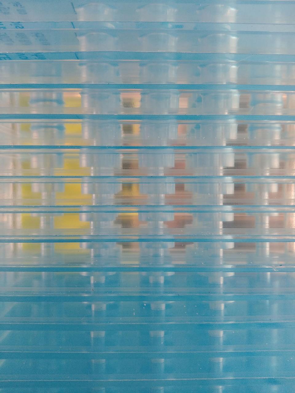 Espositori plexiglass – Targhe plexiglass
